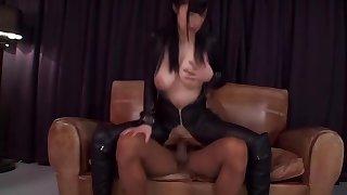 Divine breasty oriental MILF Mizuki Akai makes rip-roaring blowjob